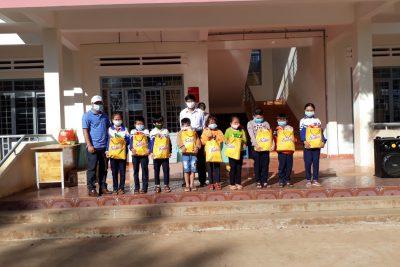 Nhận tài trợ từ nhà hảo tâm Nguyễn Xuân Duyên thành phố Buôn Ma Thuộc